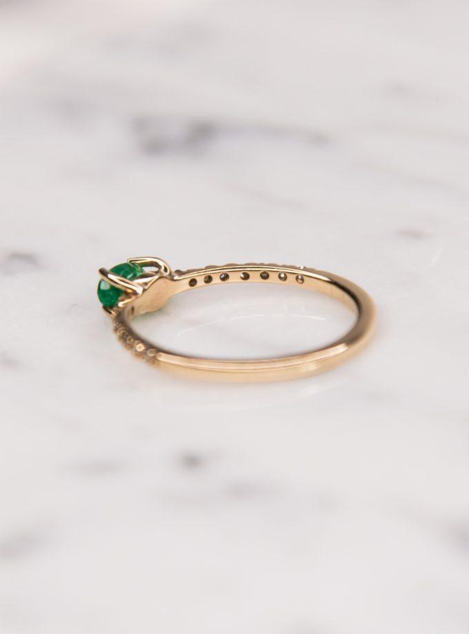esmeralda y diamantes atras