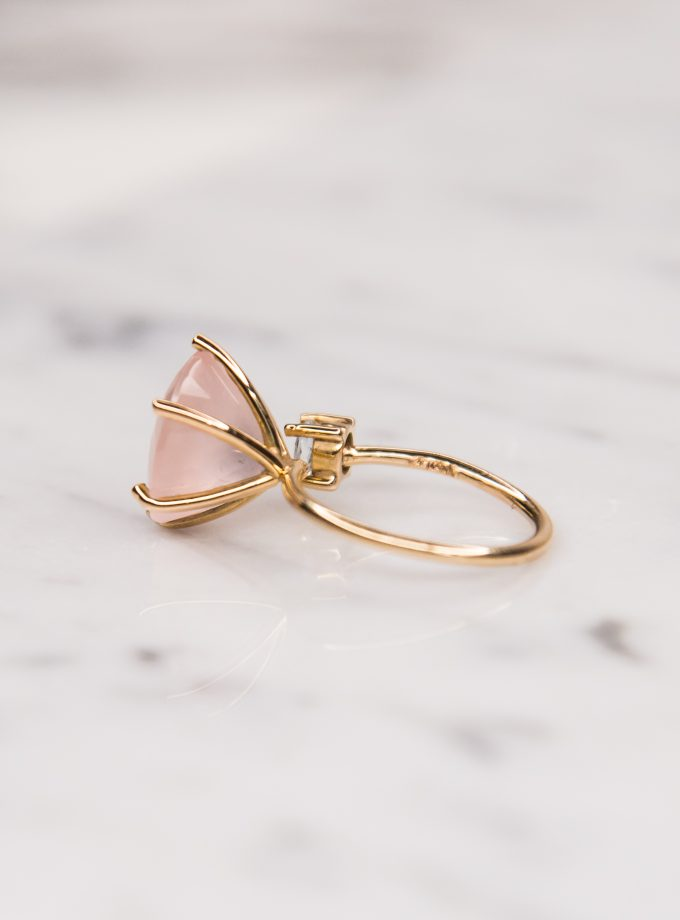 anillo cuarzo rosa y aguamarina lado