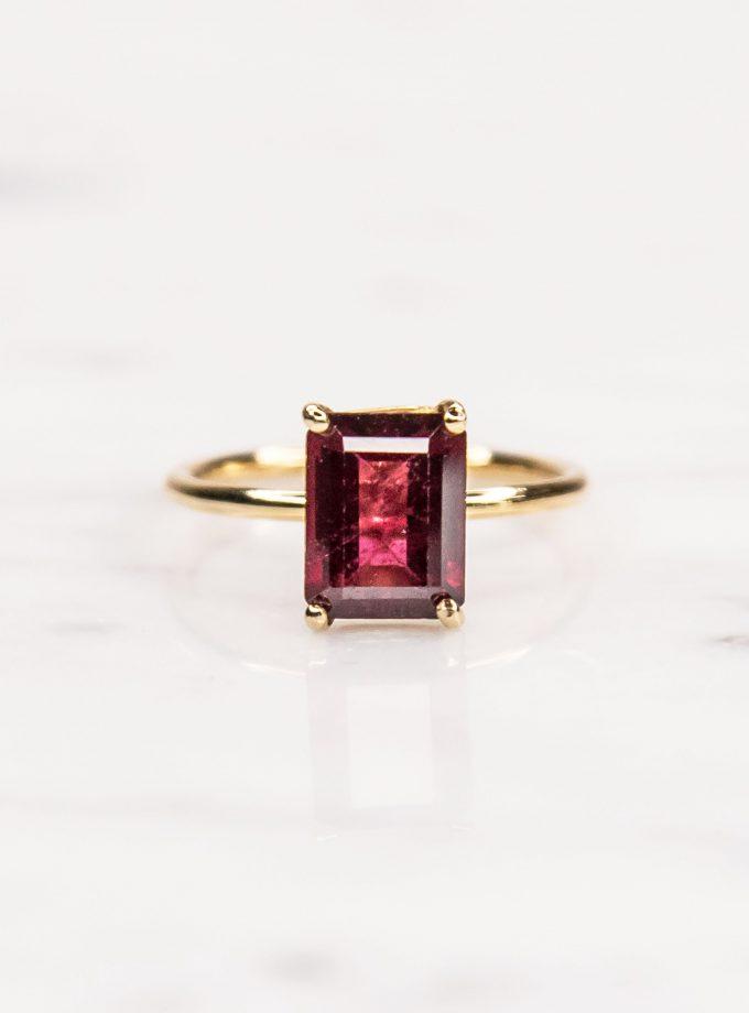 anillo oro amarillo con rodolita cuadrada