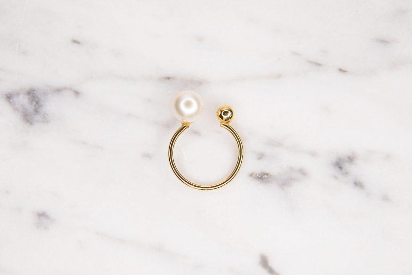 anillo perla oro arriba