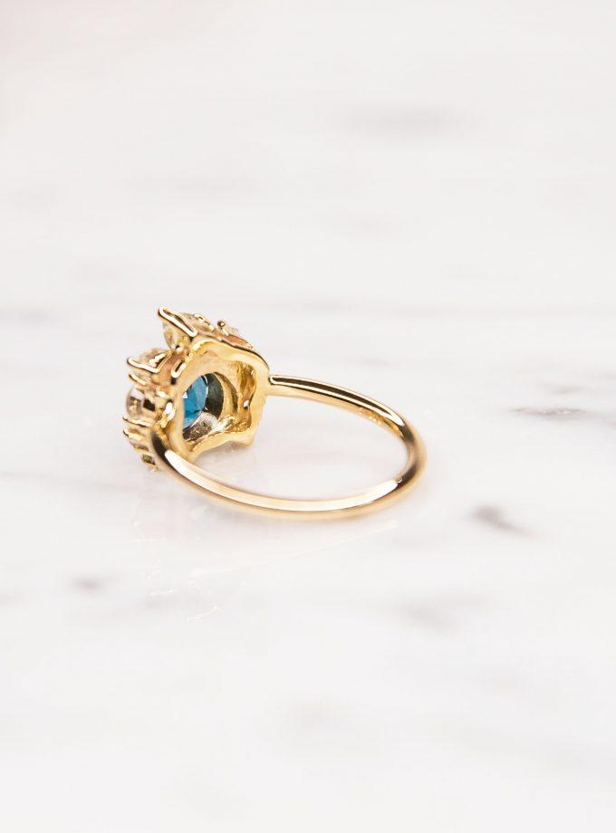 anillo de oro topacio y aguamarina lado