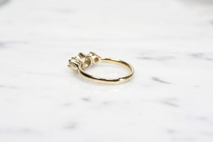anillo de oro perla lado