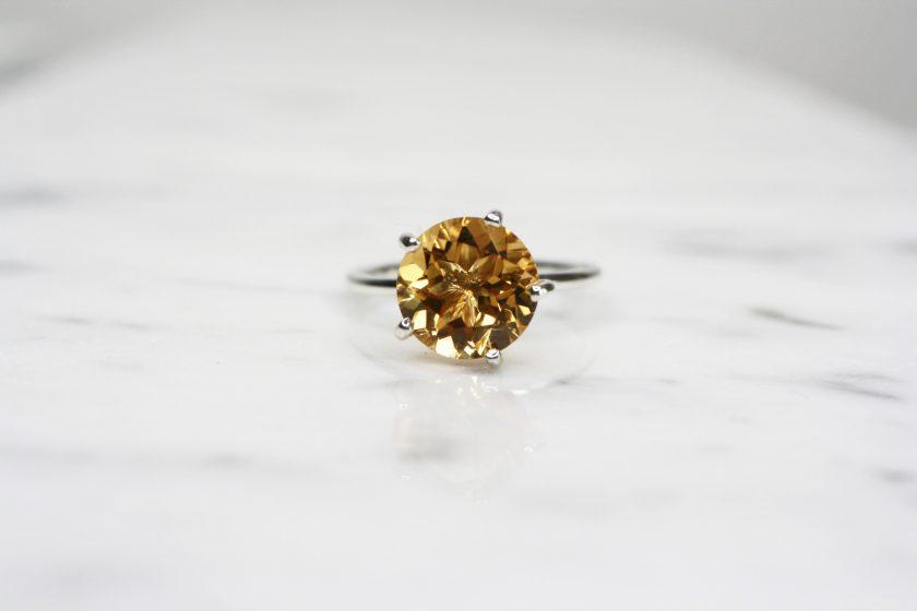 anillo solitario citrino plata