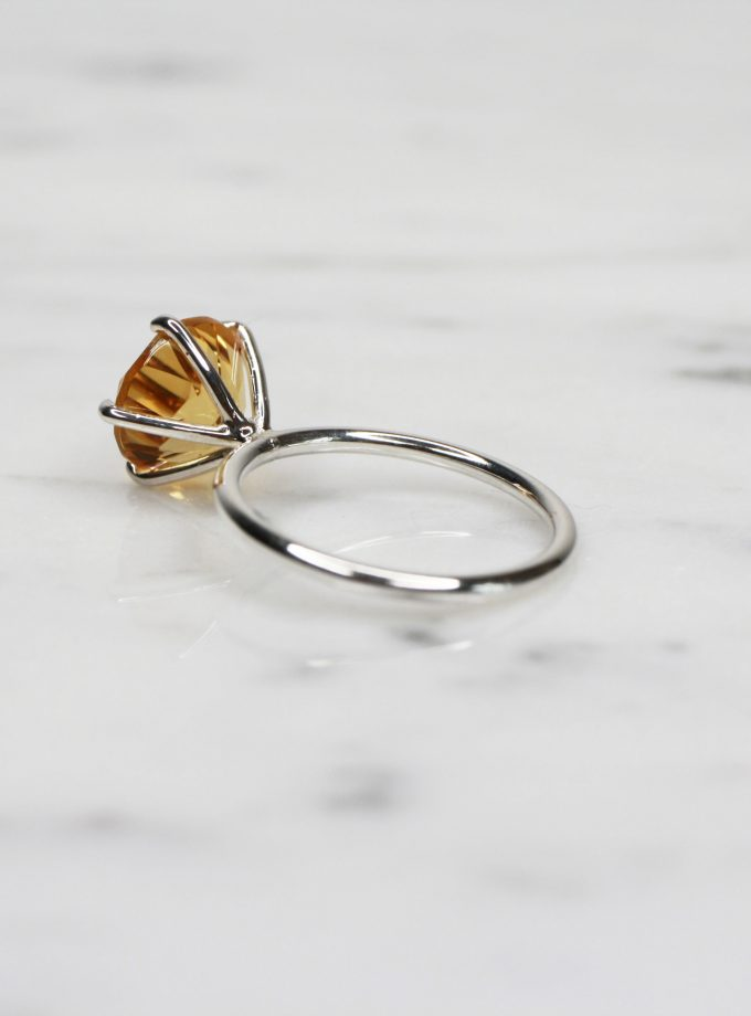 anillo solitario citrino plata atras