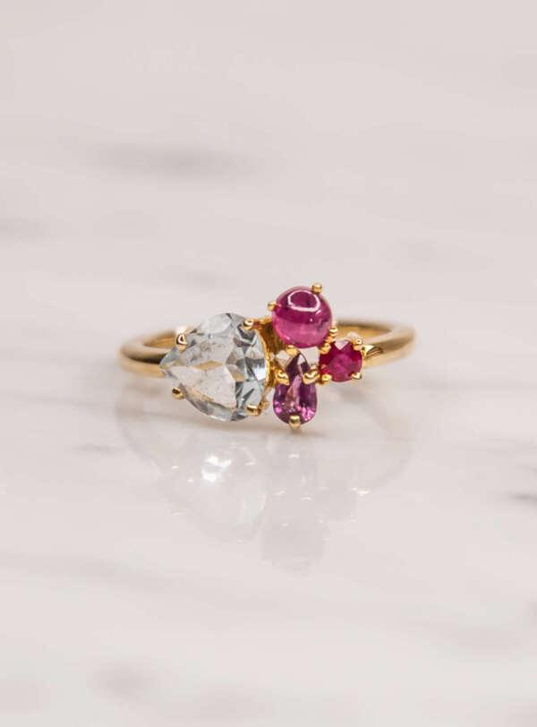 anillo de joyas múltiples frente