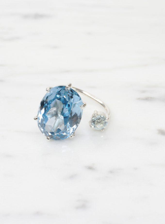 anillo de plata pura con una piedra azul