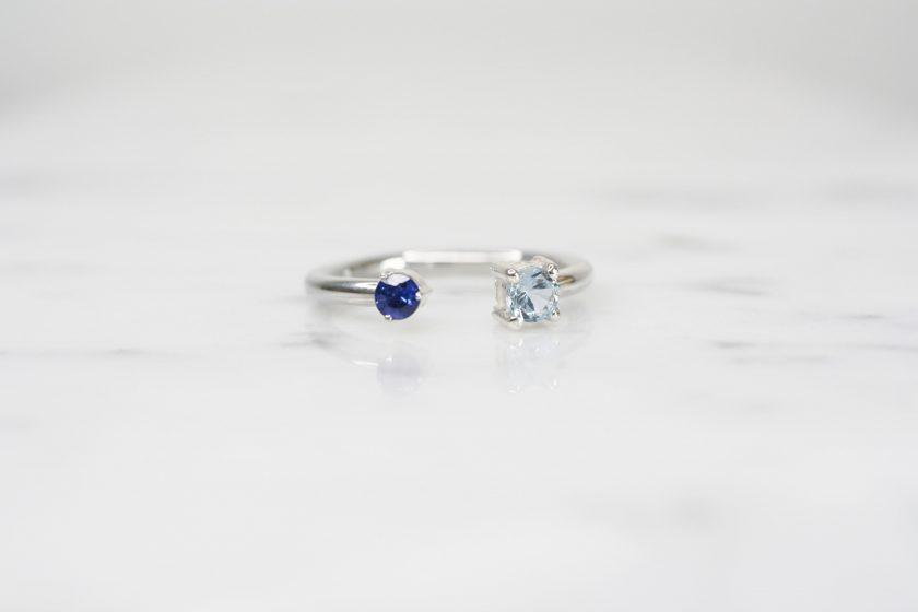 anillo de plata con zafiro y aguamarina
