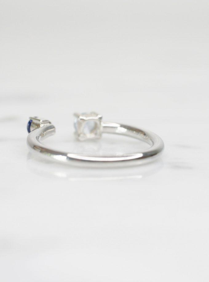 anillo de plata con zafiro y aguamarina lado
