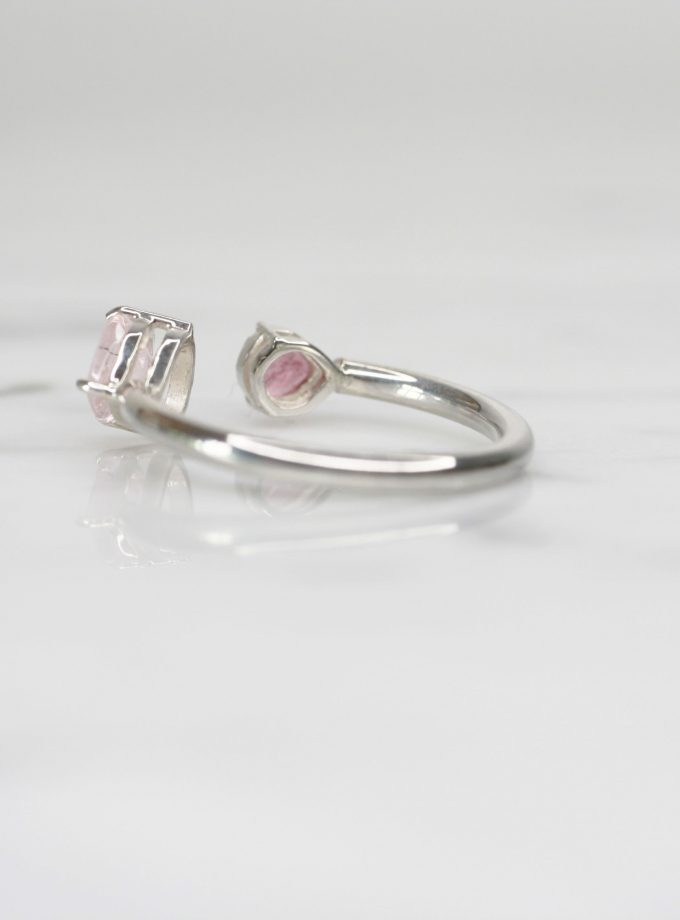 anillo de plata pura con doble turmalina rosa lado