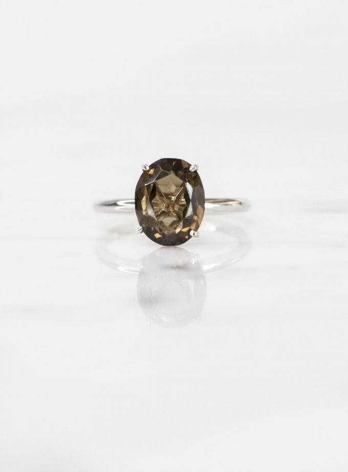 anillo solitario de plata pura con cuarzo ovalado
