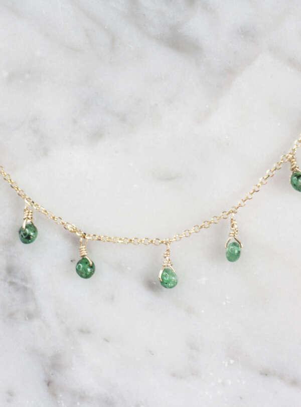 collar de oro amarillo con esmeraldas