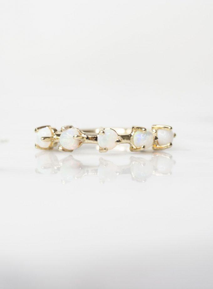 anillo de oro con opalo