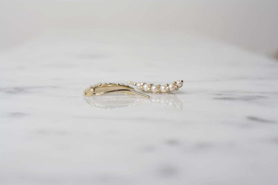 aretes de oro trepadores de seis perlas