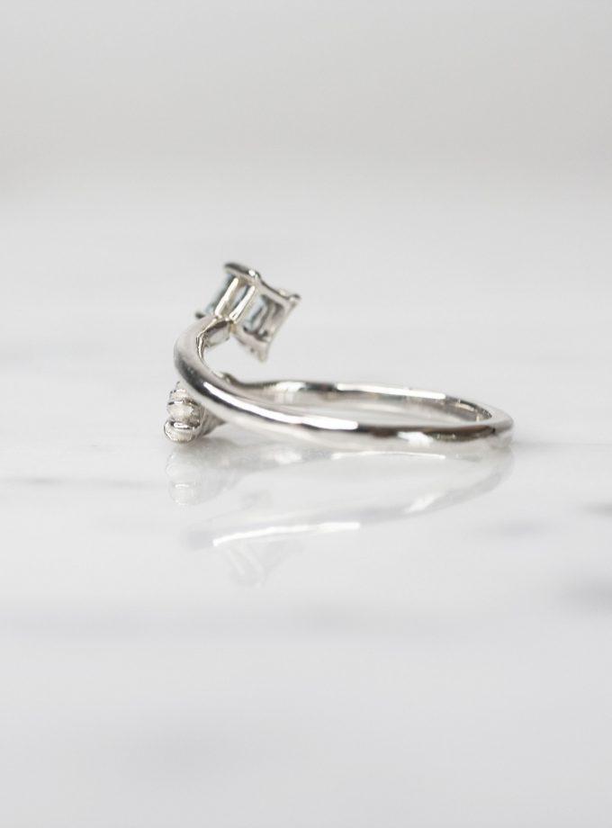 anillo hoja cruzada y aguamarina