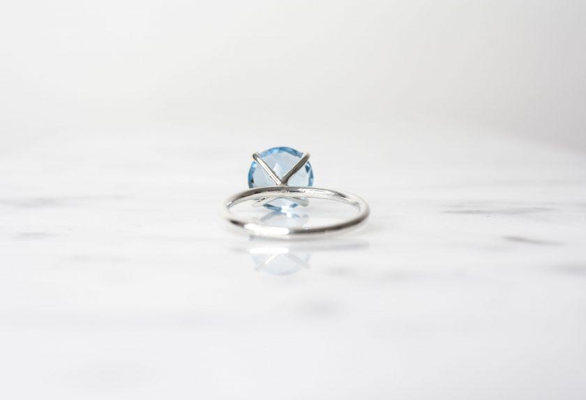 anillo solitario azul plata