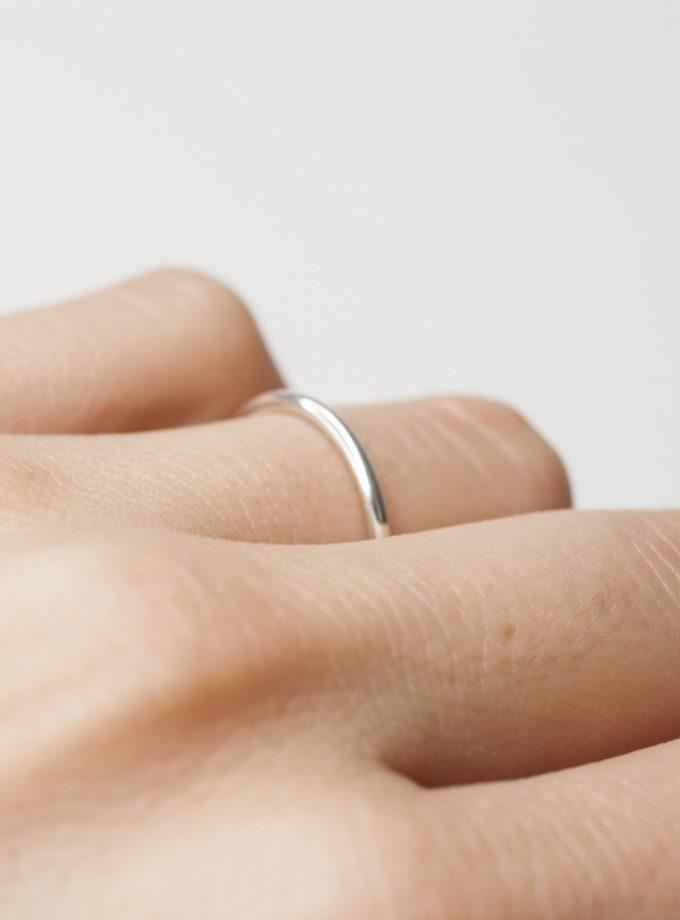 anillo liso circular de plata